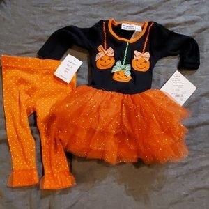 Adorable Halloween outfit.🎃🎃